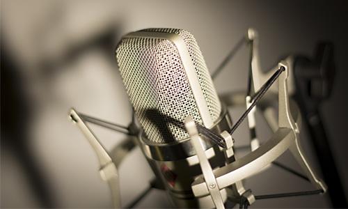 Neumann-mikrophone-studio-englischer-sprecher