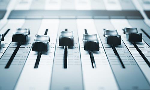 mischpult-mixing-desk-englischer-sprecher-native-speaker